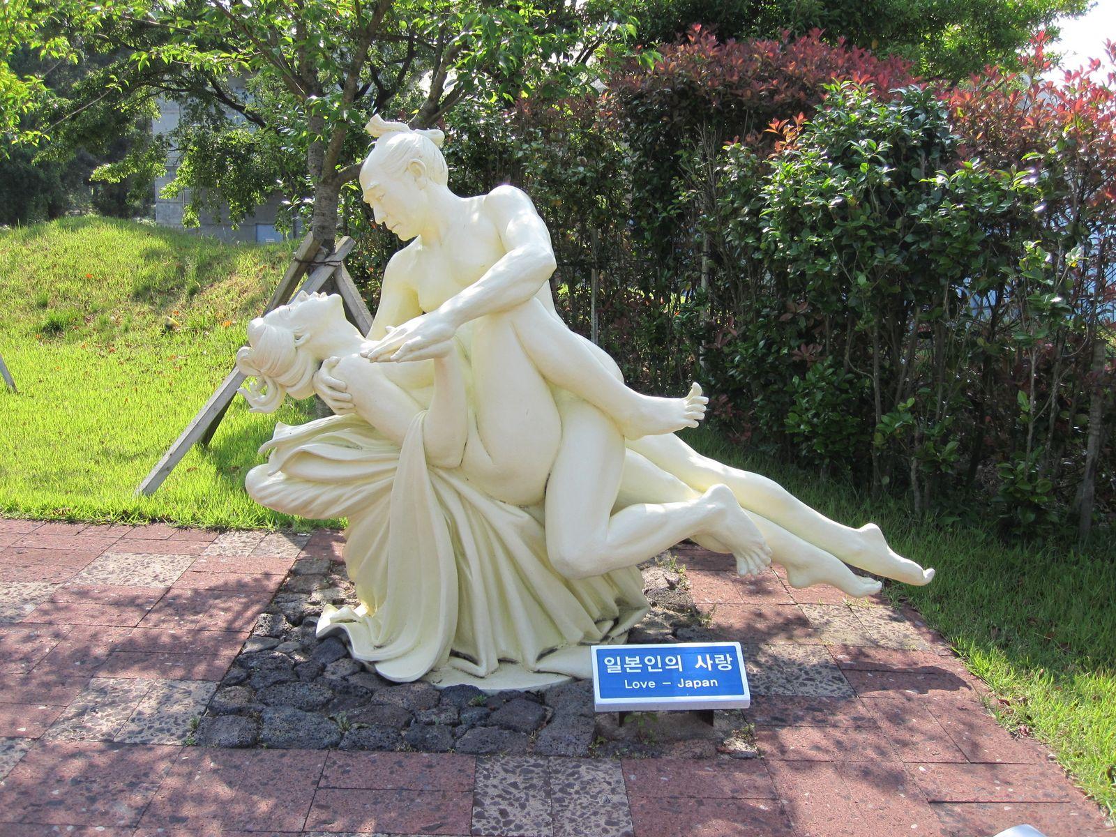 Японское порно памятники