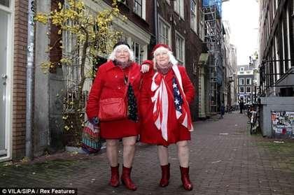 荷蘭雙胞胎路易絲和馬蒂娜,日前正式退休。翻攝網路