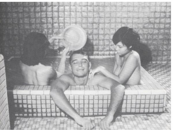 【1967年12月時代雜誌登出美國大兵在北投洗温泉浴的照片,在當時也被視為國恥】
