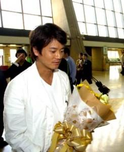 唐澤壽明一身白衣加牛仔褲,清瘦的外型,完全看不出來已經四十好幾。 (記者姚介修攝)